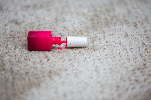 لکه لاک را از روی موکت و فرش